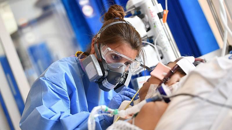 El sistema de salud británico, cerca del colapso por la COVID