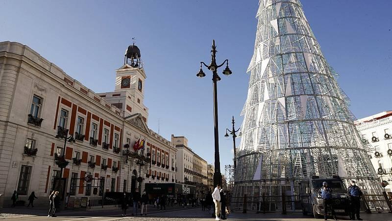 La Puerta del Sol de Madrid se cierra con controles para evitar la celebración de uvas y preuvas