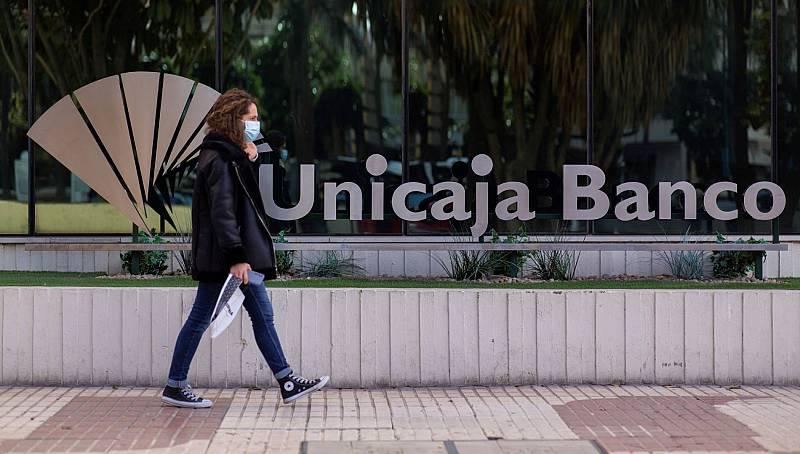 Unicaja y Liberbank se fusionan y abren la puerta a que se unan más bancos