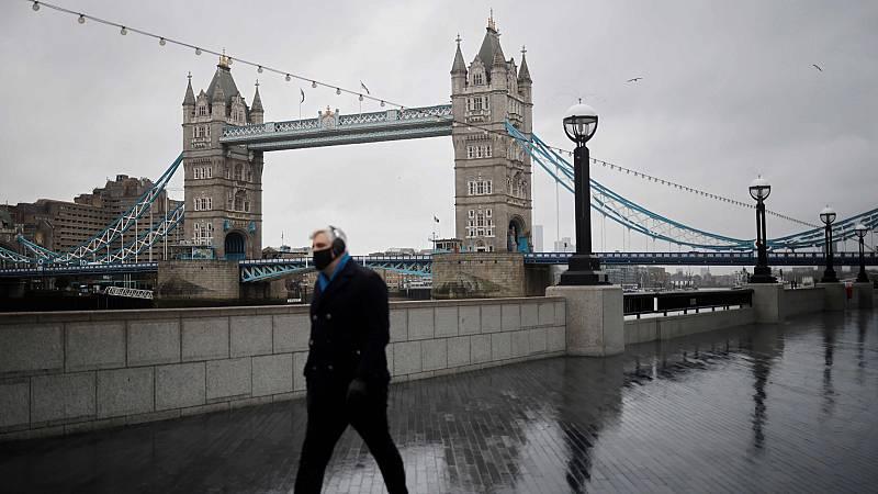 Inglaterra inicia su tercer confinamiento para contener la COVID-19