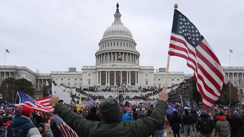 Partidarios de Trump asaltan el Capitolio y lo ocupan durante tres horas - Ver ahora