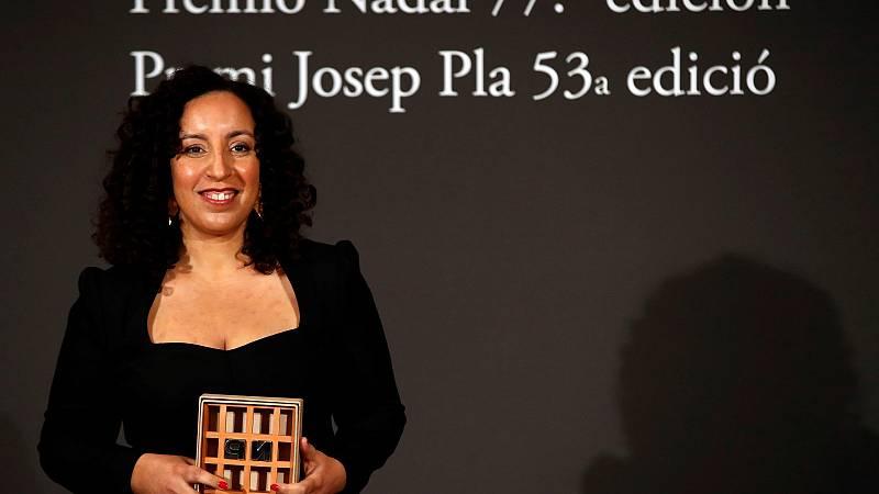 """La escritora de origen marroquí Najat el Hachmi gana el premio Nadal 2021 con """"El lunes nos querrán"""""""