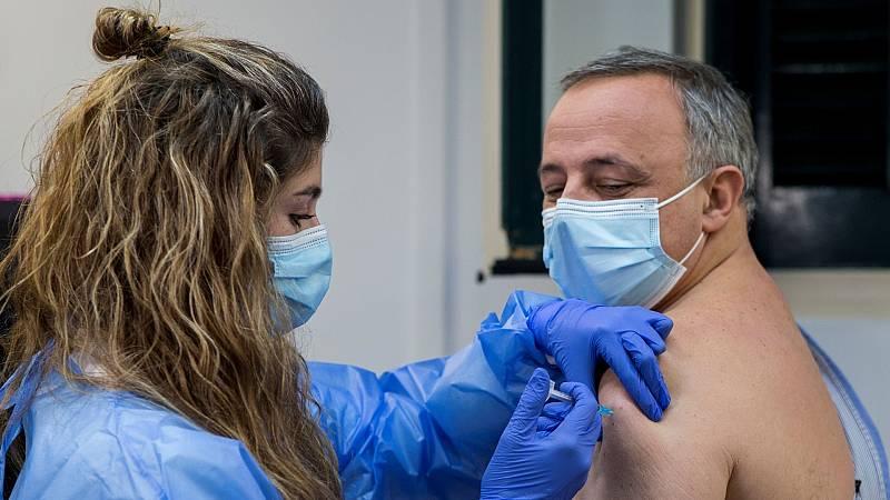 """Cruz Roja niega que su contrato con Madrid """"privatice"""" la vacunación: """"Lo que hacemos es apoyar al sistema sanitario"""""""