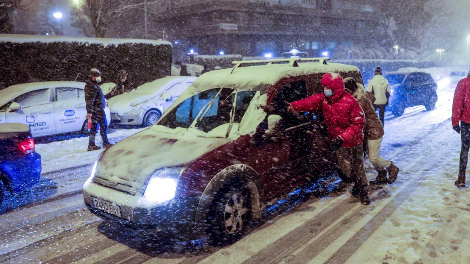 La nieve colapsa Madrid: cortadas la M-30 y M-40