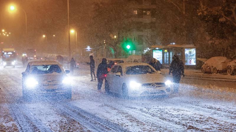 Cientos de personas se quedan atrapadas en sus vehículos en Madrid