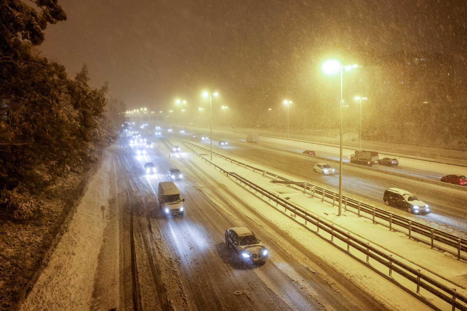 La nieve provoca cortes en la M-40 y en la M-30 de Madrid