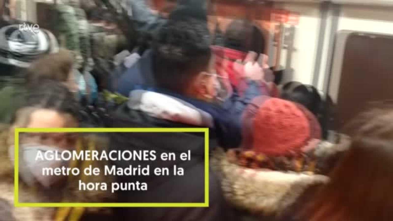 Aglomeraciones en el Metro de Madrid en hora punta