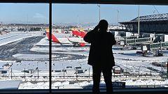 Incertidumbre en aeropuertos y estaciones de tren debido a los retrasos causados por el temporal