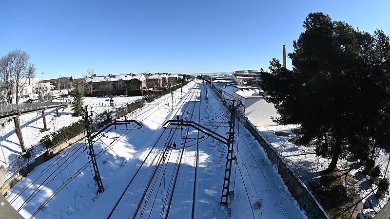 Numerosas interrupciones y largas esperas en los cercanías de Madrid por el frío intenso