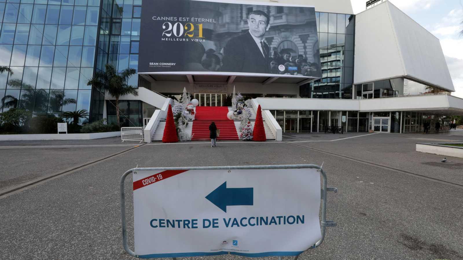 El palacio del Festival de Cannes se convierte en centro de vacunación en Francia