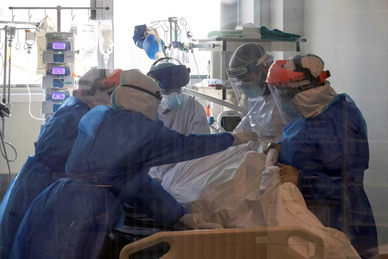 El nivel de contagios sigue subiendo en España y preocupa la saturación de la UCIS