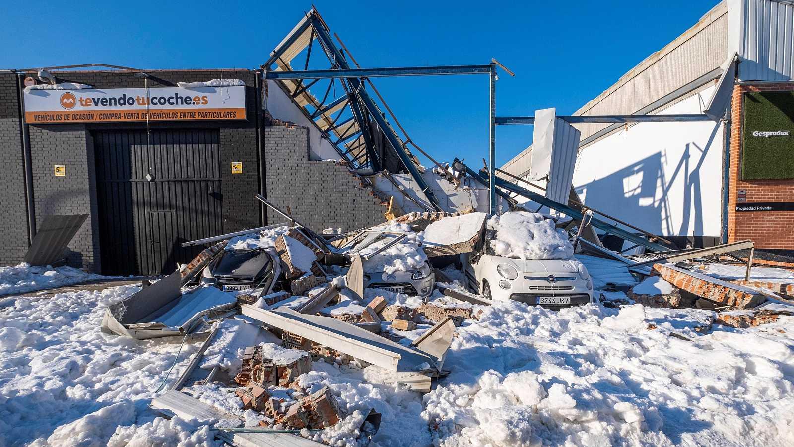 La nieve ha provocado el derrumbe de varias naves en el polígono industrial Cobo Calleja