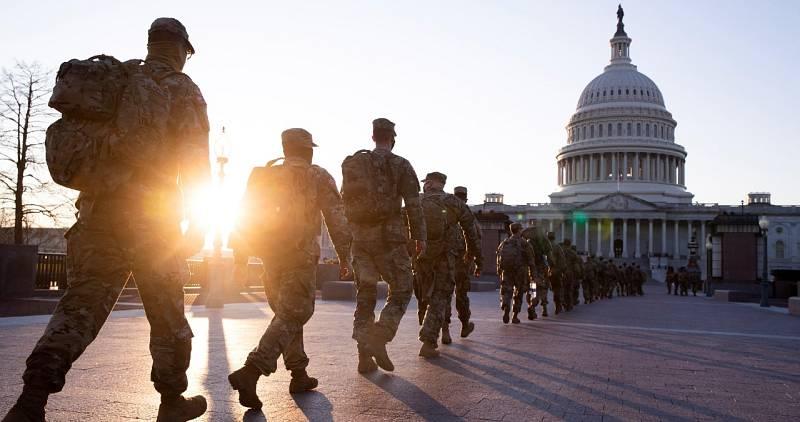 La Guardia Nacional custodia los alrededores del Capitolio antes de la toma de posesión de Biden
