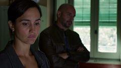 La caza. Tramuntana - La sargento Campos habla con Julia y su familia sobre Gerard