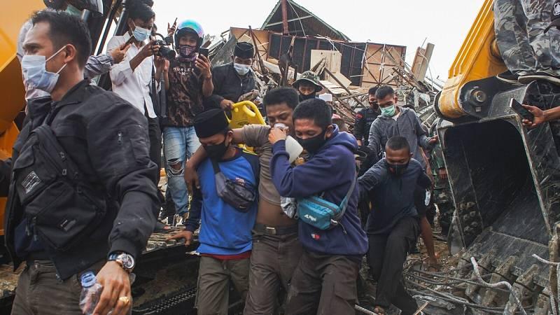 El terromoto en Indonesia deja ya al menos 42 muertos y más de 600 heridos