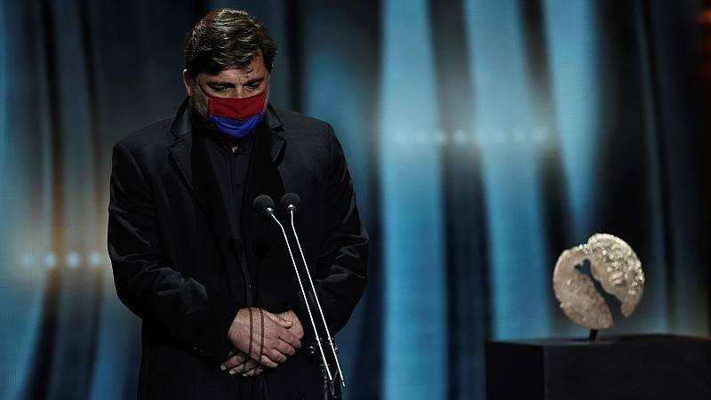 Hovik Keuchkerian pide un minuto de silencio por las víctimas del coronavirus en la gala de los Premios Forqué