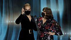 Elena Irureta comparte su premio con su compañera en 'Patria' Ane Gabarain