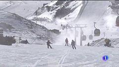 Esquiar en Sierra Nevada, una de las excepciones a las restricciones en Andalucía