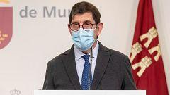 El consejero de Salud de Murcia pide disculpas por vacunarse pero justifica que lo hizo según el protocolo