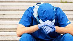 """Julio Armas Castro, médico de urgencias: """"Emocionalmente estamos agotados y mal"""""""