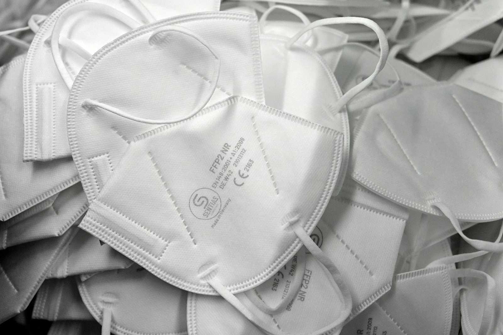 Francia y Alemania exigen mascarillas FFP2 o quirúrgicas en trasnsporte público y comercios