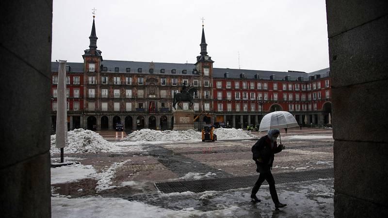 Madrid adelanta el cierre de hostelería y comercio a las 21 y prohíbe reuniones de más de cuatro personas
