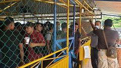 La Guardia Nacional de México rescata a 128 migrantes hacinados en un camión