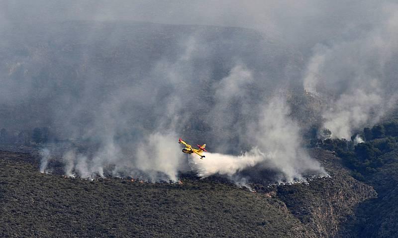 Sigue activo el incendio de Berja (Almería) que abarca un perímetro de 400 hectáreas