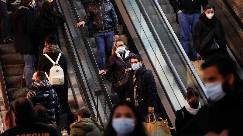 El alza de los contagios persiste con nuevos récords en varias comunidades