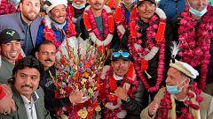 Reciben como héroes a los sherpas nepalíes que hicieron cumbre invernal en el K2