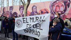 Protesta contra la eliminación del mural feminista 'La unión hace la fuerza' en el distrito madrileño de Ciudad Lineal