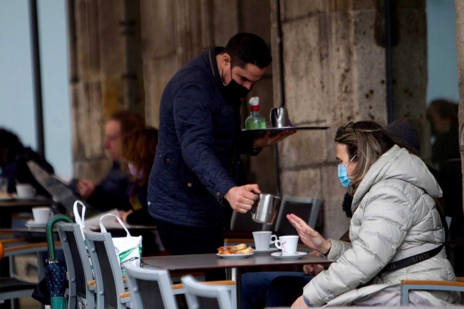 Galicia cierra la hostelería y limita todas las reuniones convivientes ante la tercera ola de coronavirus