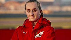 Maya Weug, la primera mujer en la academia de Ferrari