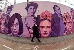 """Autor del mural feminista de Madrid: """"No entiendo que se mire a esas mujeres bajo el prisma político"""""""