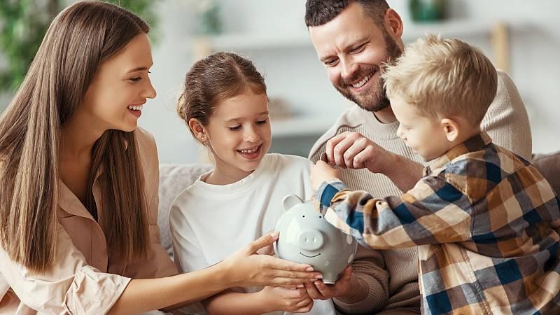 El ahorro de las familias crece en 2020 ante la caída del consumo por el confinamiento