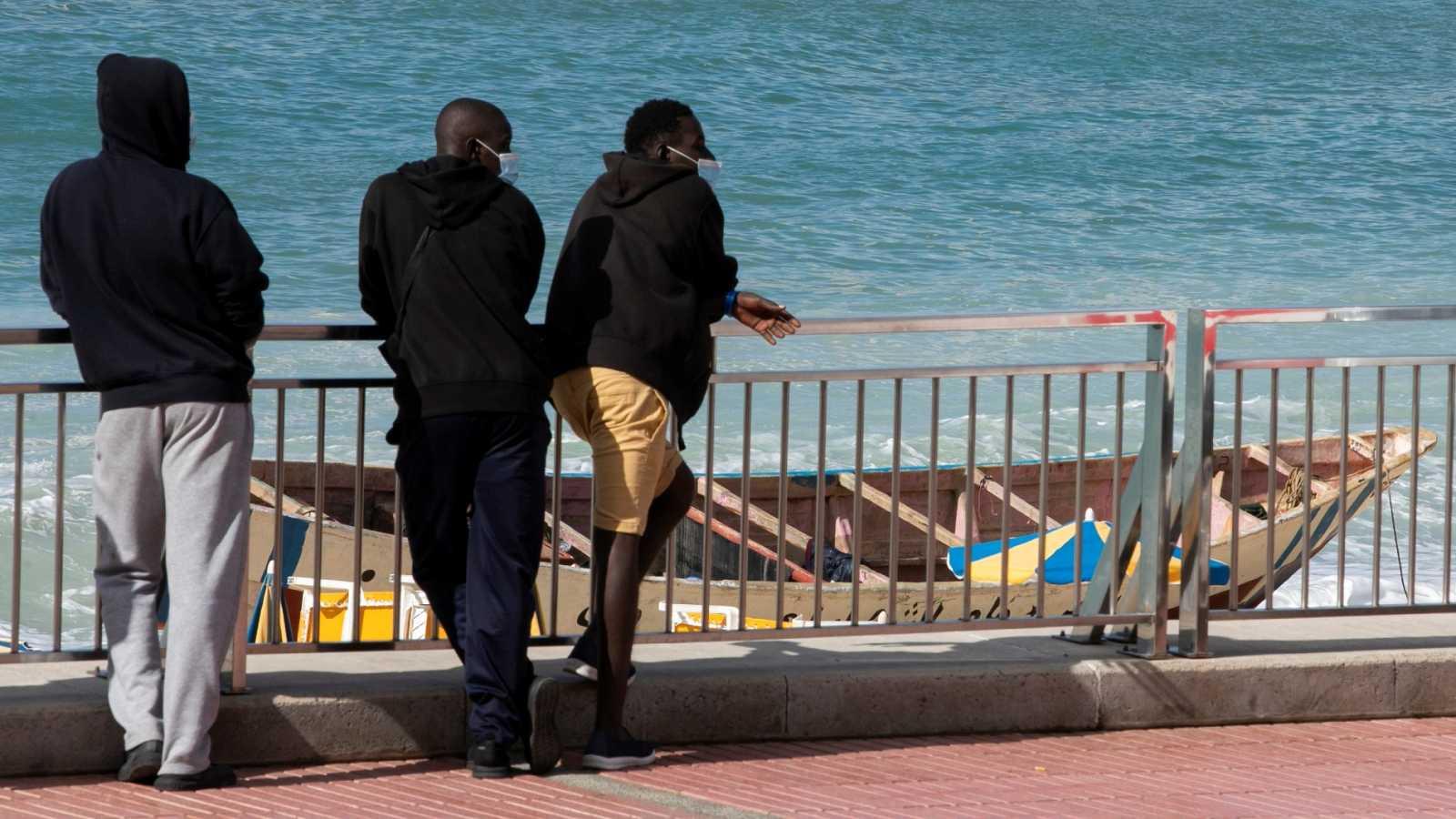 Más de 70 migrantes han sido expulsados por mal comportamiento de los hoteles canarios, según Cruz Roja
