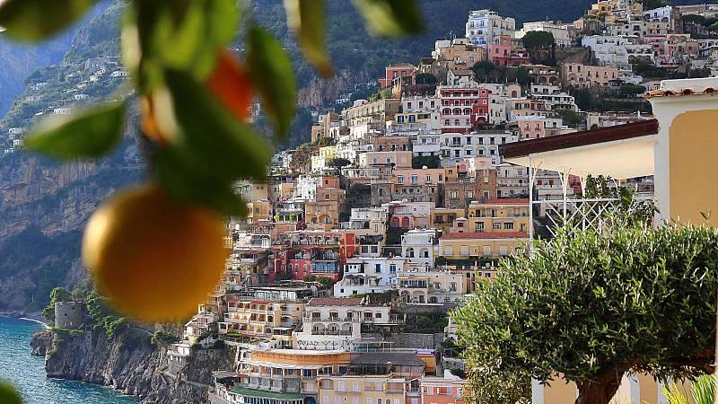 La escapada costera de Gino en Italia - Amalfi - ver ahora