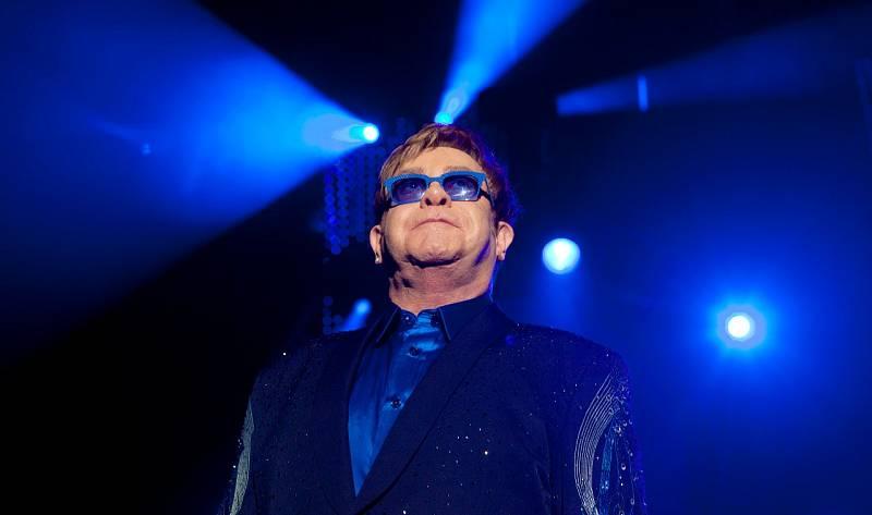 Elton John solicita la creación de un visado de libre circulación para los artistas británicos