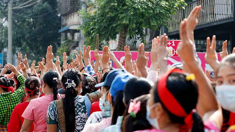 La junta militar de Birmania bloquea internet mientras miles de personas se manifiestan contra el golpe de Estado