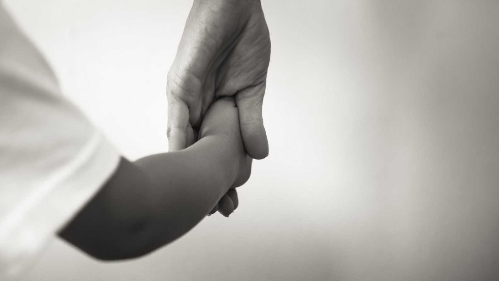 Países Bajos suspende temporalmente las adopciones internacionales de niños por irregularidades