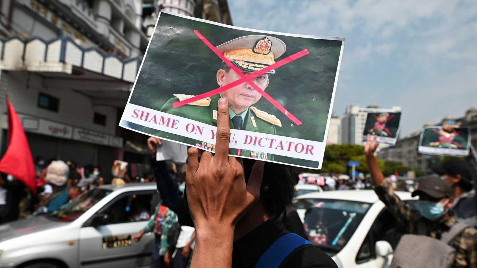 """El jefe del ejército de Bimania justfica el golpe de Estado por el """"fraude electoral"""" y anuncia elecciones en un año"""