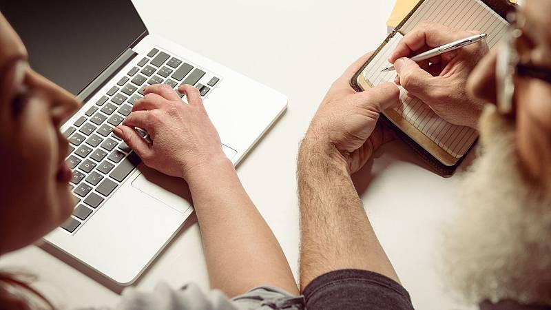 La burocracia digital, un obstáculo para los más mayores