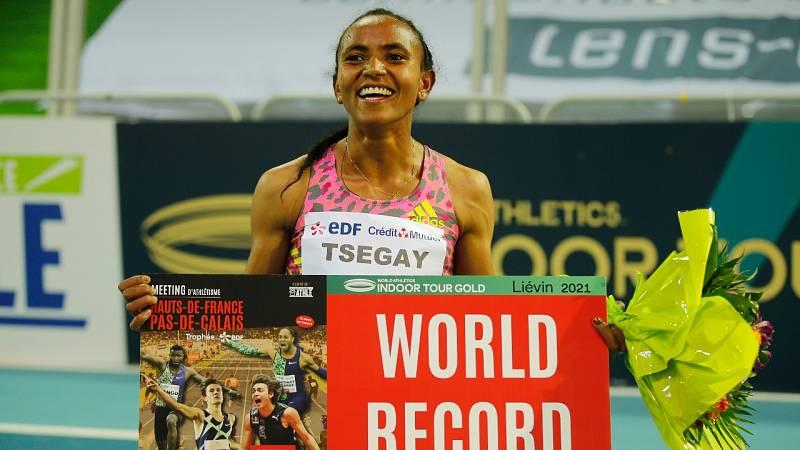 Gudaf Tsegay bate el récord del mundo de 1.500m en pista cubierta