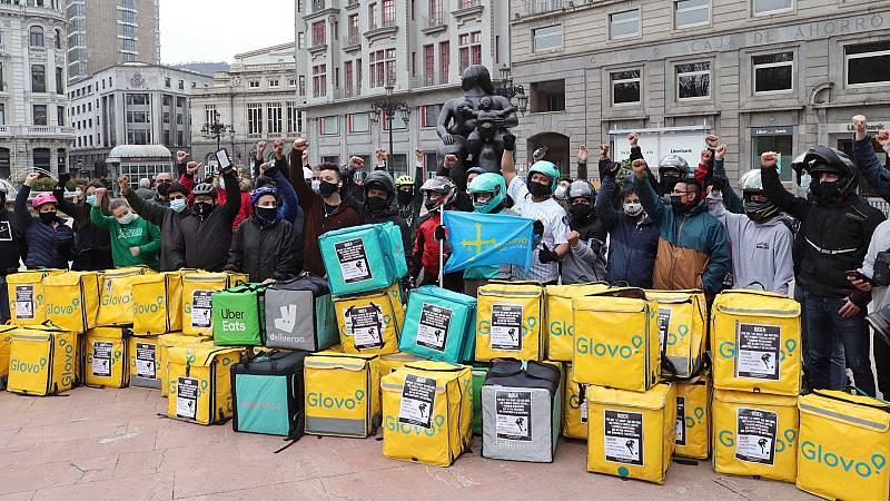 Gobierno, patronal y sindicatos pactan la regularización de los 'riders'