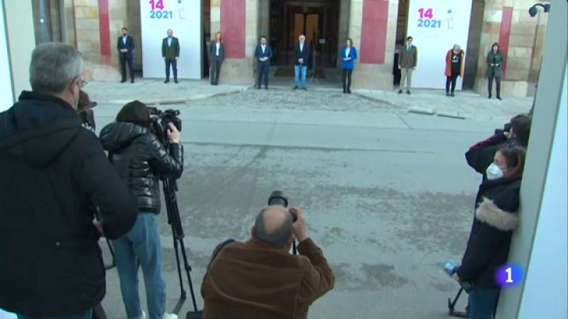 Els 9 candidats es fan les fotos de rigor abans de les eleccions