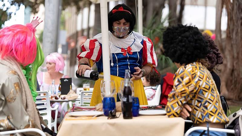 Los canarios celebran un Carnaval inusual por las restricciones de la pandemia