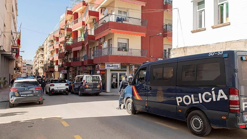 Noche de disturbios en Linares tras la agresión de dos policías nacionales a un vecino de la localidad