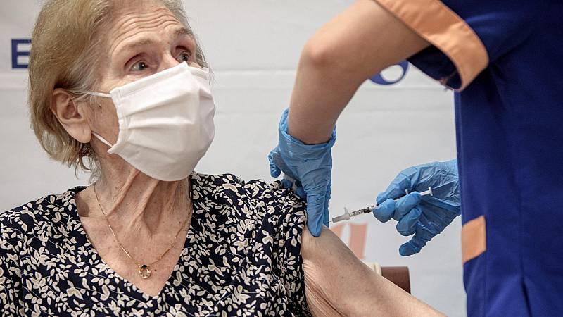"""Simón adelanta que la incidencia de casos """"disminuye más rápido"""" en los mayores de 65 años ya vacunados"""