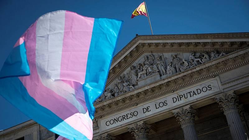 Igualdad acusa al PSOE de frenar el debate de la ley trans en el Consejo de Ministros
