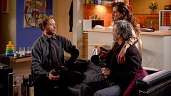 Cuéntame cómo pasó - Marta piensa que Toni y Deborah son 'swingers'